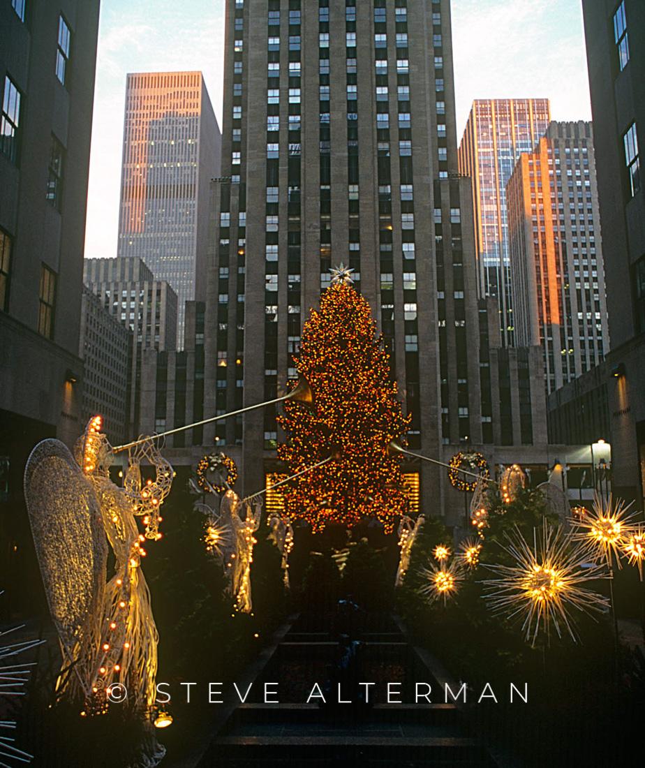 09 Rockefeller Center at Christmas, New York City