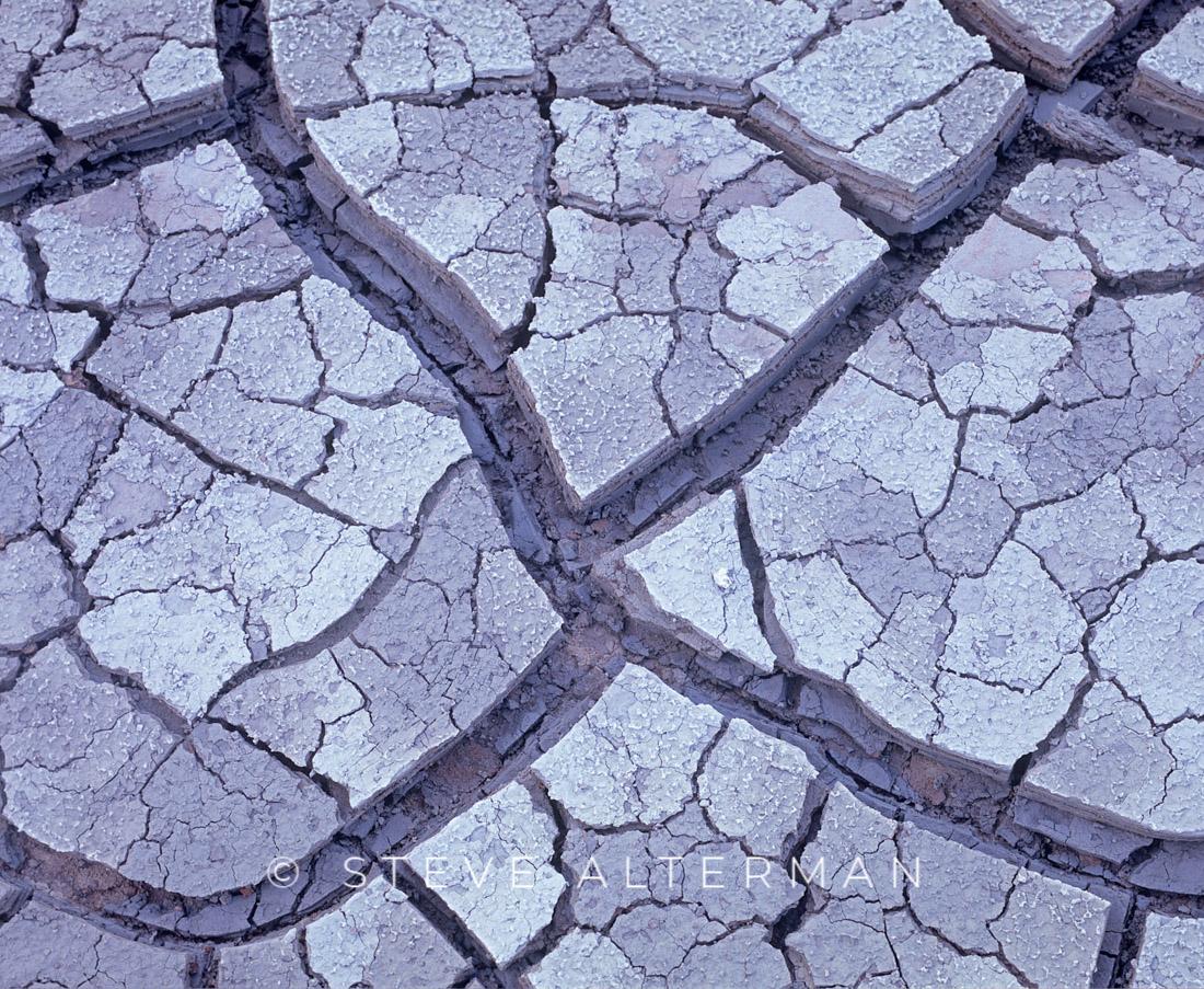 405 Theistareykir Mud Patterns